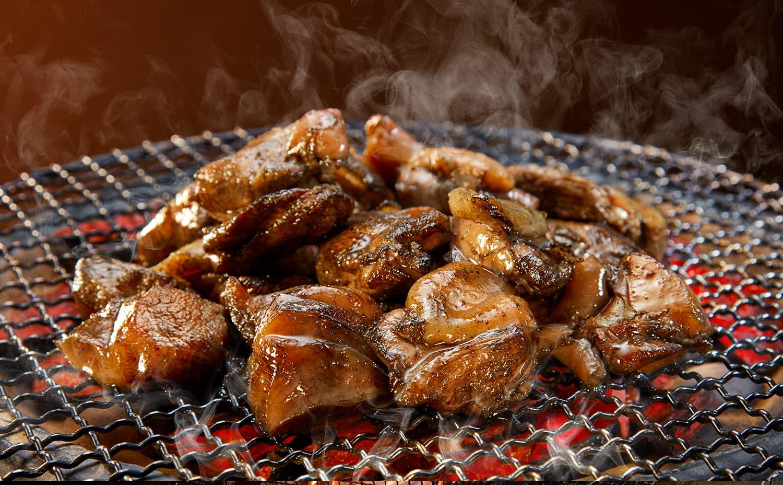 宮崎地鶏炭火焼と燻製専門店スモークエースの宮崎名物鶏炭火焼お取り寄せ通販は美味しさ最優先。